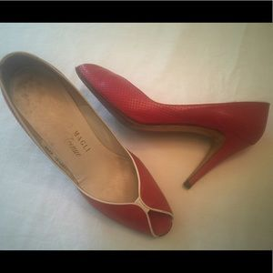 Vtg Bruno Magli red leather peep toe pumps 7.5 N